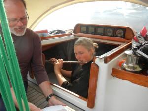 Mogens og Terese underholder i cockpittet