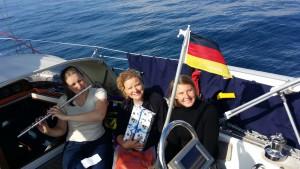 Terese, fødselsdagsbarnet Iris og Mai med tysk flag