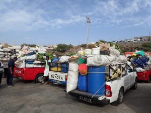Biler fyldt op med gepäck