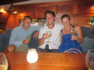 Jakob, Martin og Terese med velkomstdrink