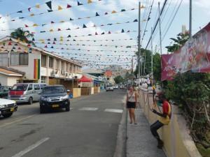 Gader pyntet op til fest