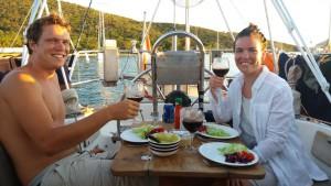 Vi nyder dejlig mad på båden