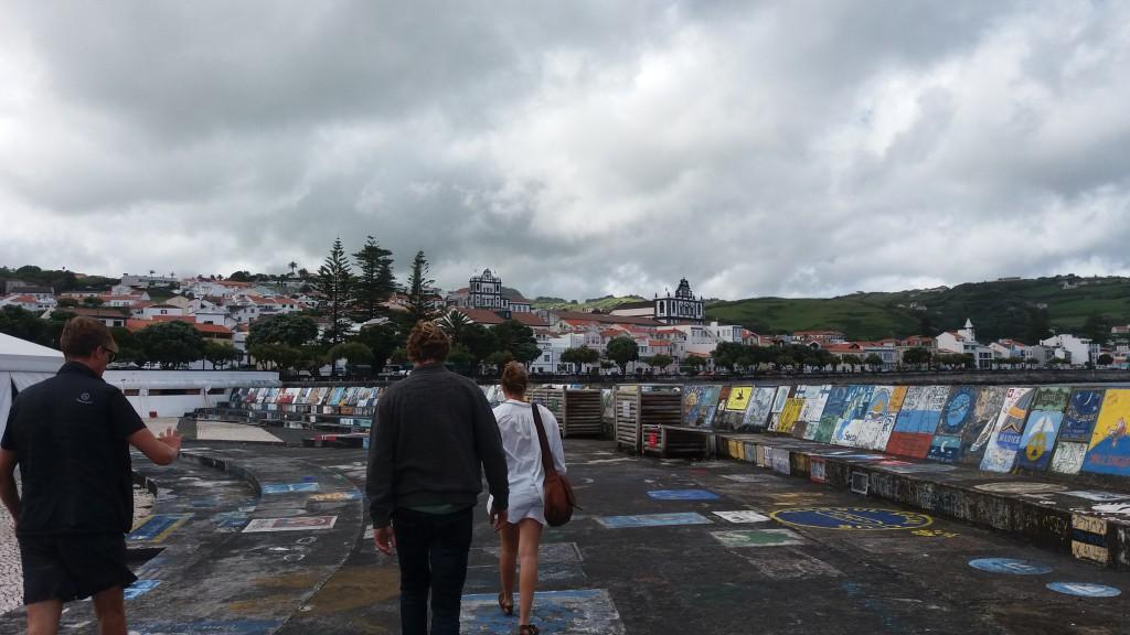 De mange malerier på havnen i Horta
