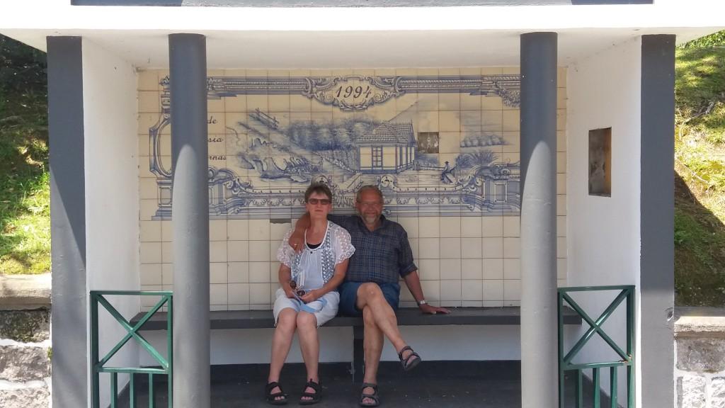 Et utrolig flot busstoppested med øens mosaik