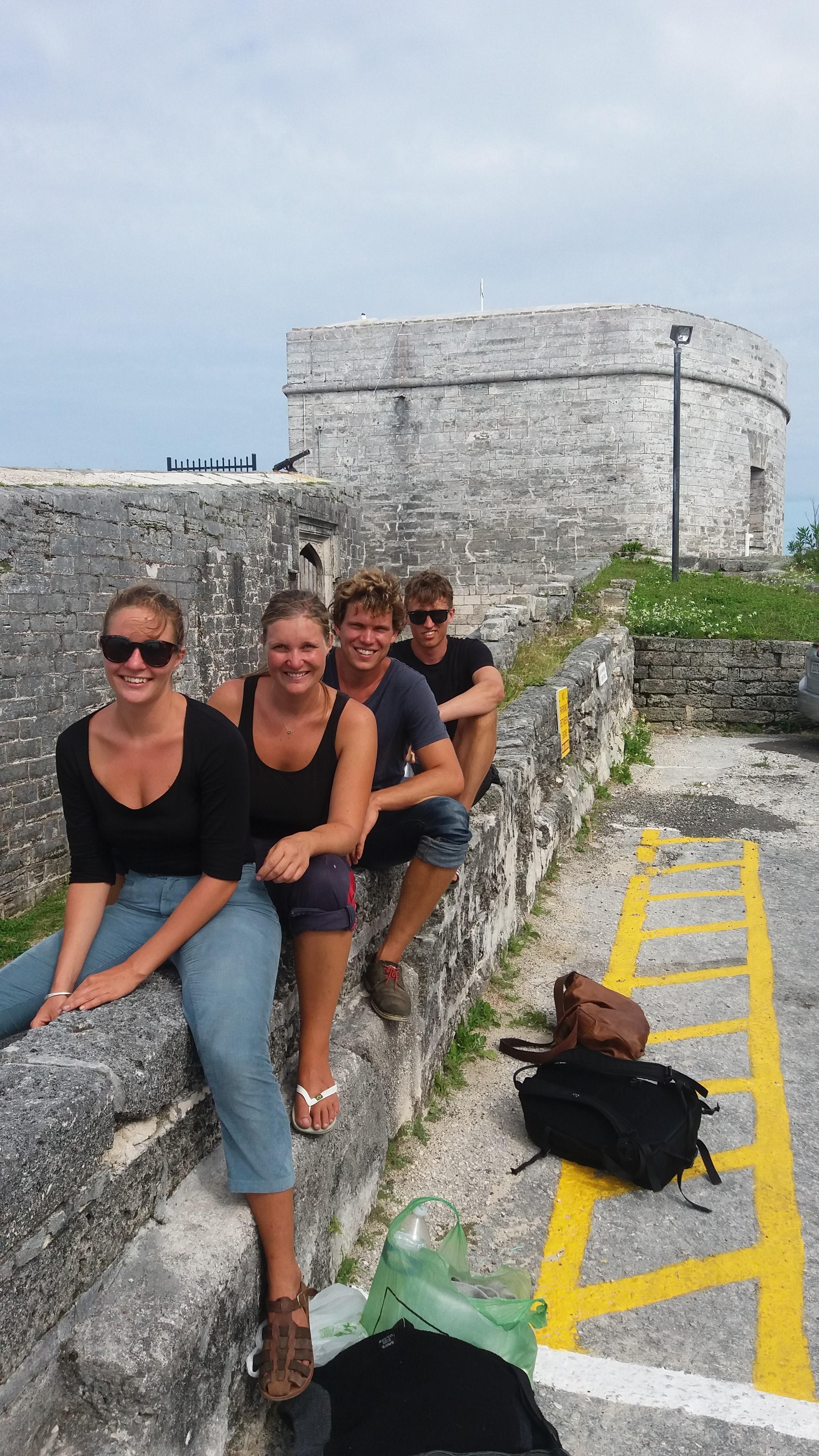 Esther, Terese, Martin og Christian ved fortet