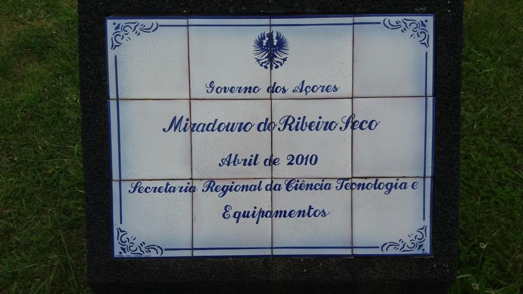Alle skilte på Azorerne er lavet på de lokale mosaik-fabrikker