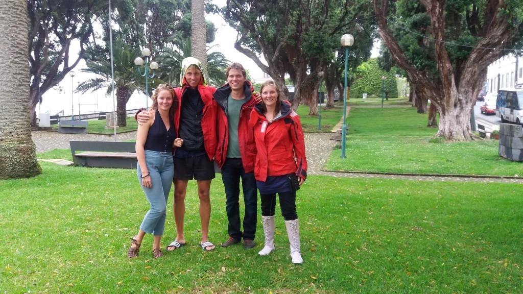 Aura-crew midt i Horta by samme dag som vi ankom