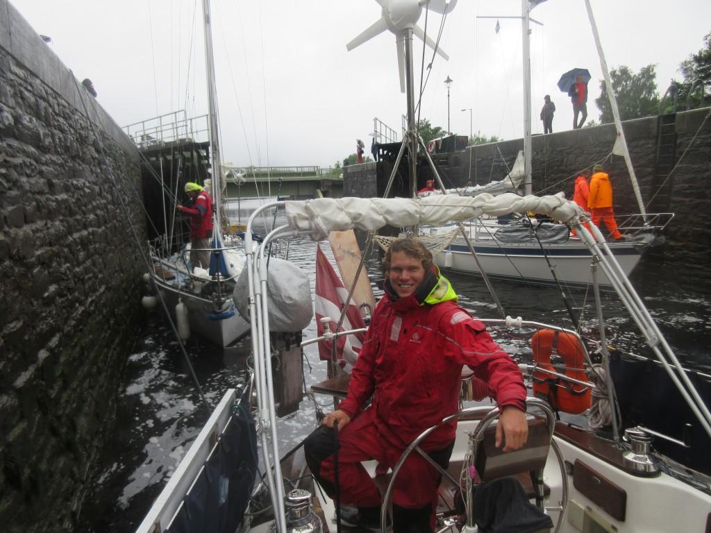 Skipper holder agterfortøjning
